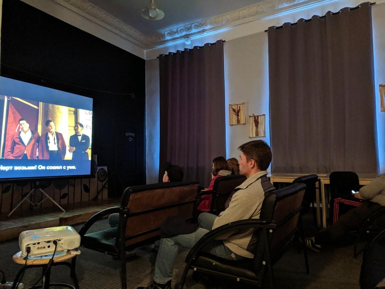 Кино с субтитрами в «Зале ожидания»