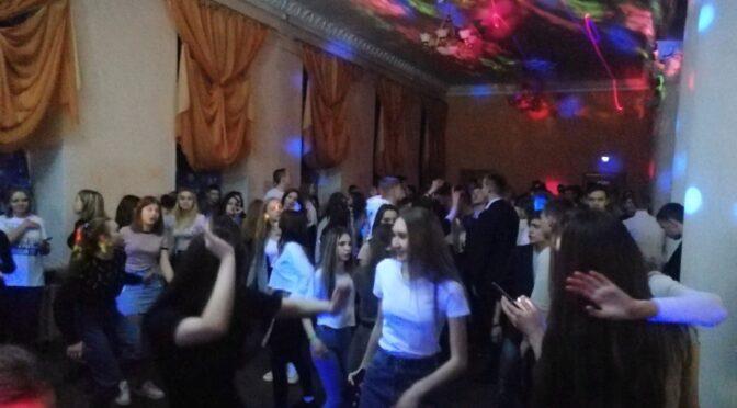 «Белая вечеринка» от Зала ожидания